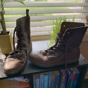 Brown leather Doc Martens 🥾